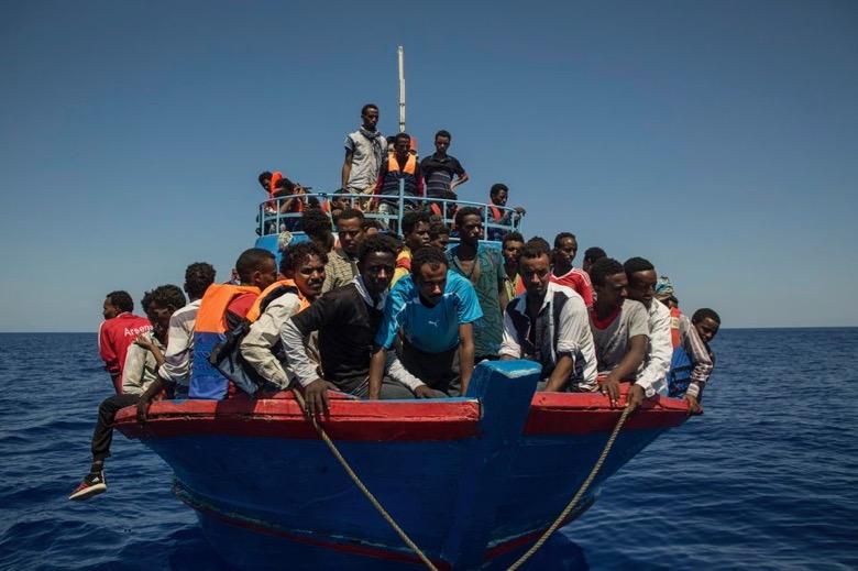"""N° 001 Hugues MOUTOUH : «Le mot """"migrants"""" traduit un parti pris idéologique que nous devons refuser»"""